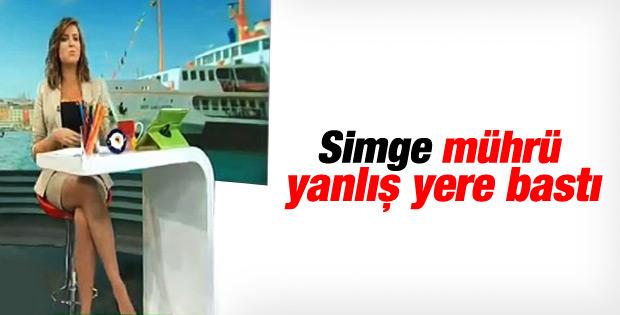 Simge Fıstıkoğlu oy mührünü koluna bastı