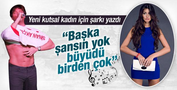 Sinan Akçıl Ayshe için şarkı yazdı