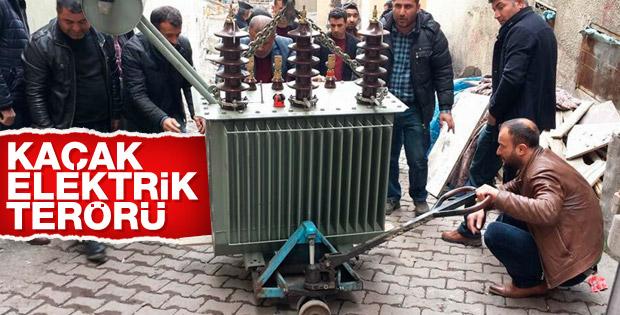 Şırnak'ta elektrik verilmeyen mahalleye trafo taşıdılar