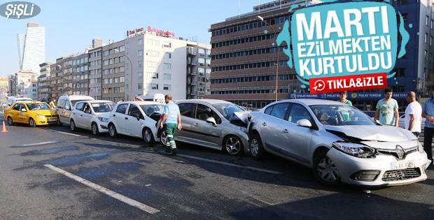 Şişli'de martıya çarpmamak için 9 araç birbirine girdi