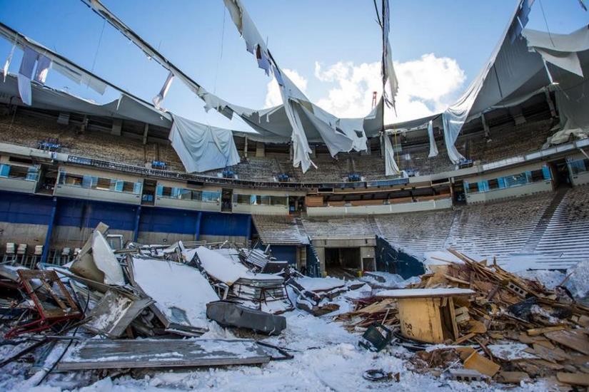 Eski stadın yıkım anı kameralara yansıdı -izle