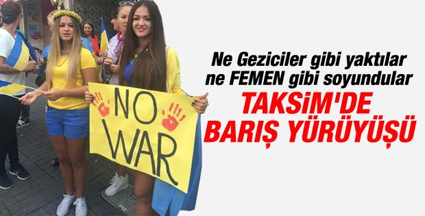 Türkiye'deki Ukraynalılar Taksim'de barış için yürüdü