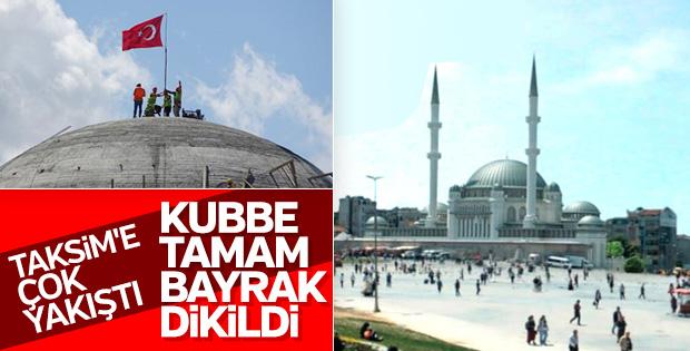 Taksim Camii'ne Türk bayrağı dikildi