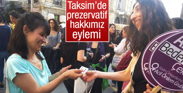 İstiklal Caddesi'nde prezervatifli eylem