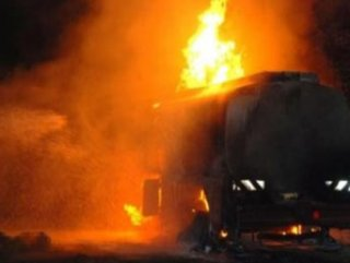 Nijerya'da akaryakıt tankeri patladı: 70 ölü