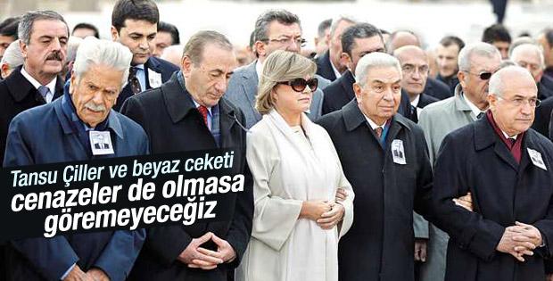 Tansu Çiller devlet törenine beyaz ceketiyle geldi