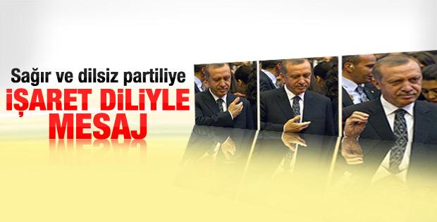 Erdoğan'dan işaret diliyle seni seviyorum