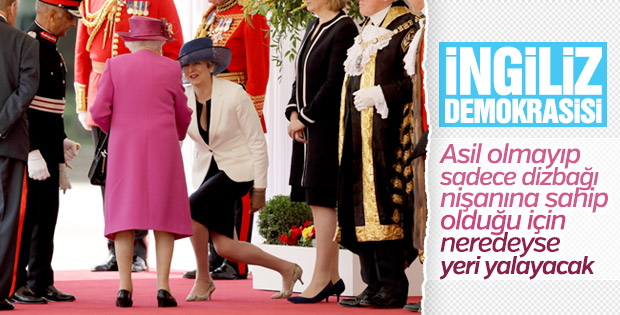 Kraliçe Elizabeth'i gören Theresa May diz çöktü