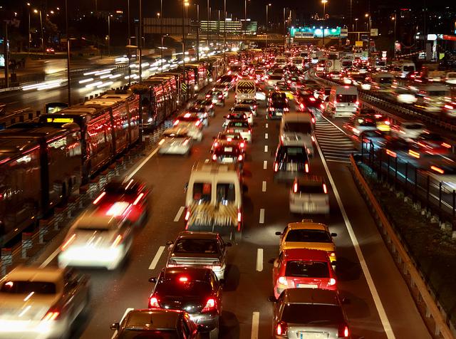 İstanbullular bir yılda 24 gününü trafikte geçiriyor