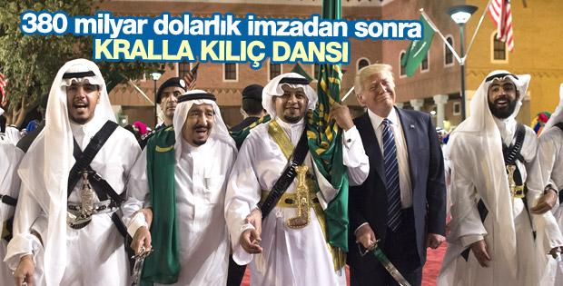 Donald Trump ile Suudi Kral Selman'ın kılıç dansı İZLE