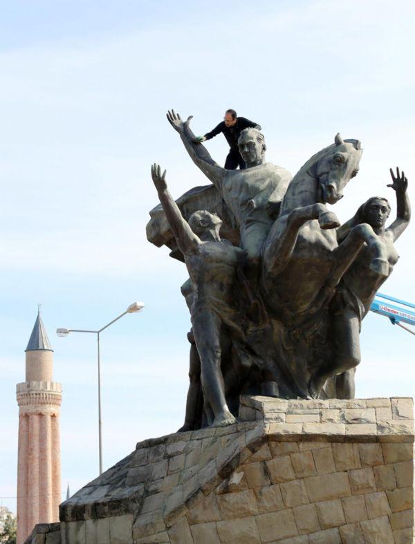 Antalya'daki Atatürk Anıtı bakıma alındı