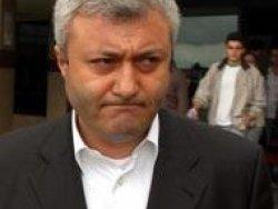 Tuncay Özkan'ı alnından öptü