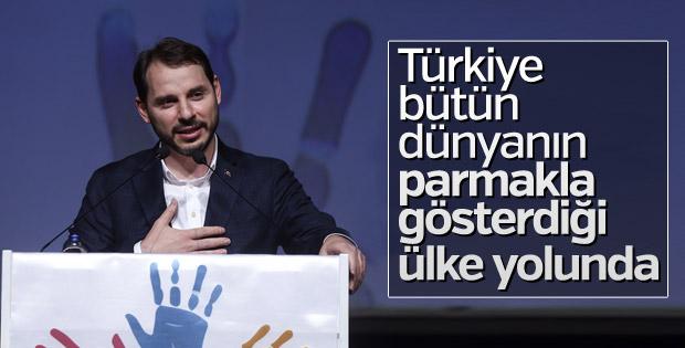 Bakan Albayrak, Türkiye'nin örnek ülke olduğunu belirtti