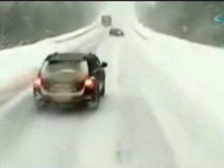 Rusya'daki feci trafik kazasının görüntüsü kamerada - izle