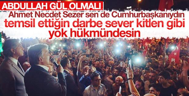 Abdullah Gül sokağa çıkıp milletle bütünleşti