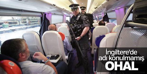 İngiltere'de polis trenlerde devriye geziyor