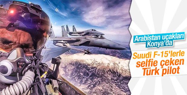 Türk pilotun Suudi pilotlarla selfie'si