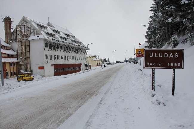 Kayak merkezi Uludağ kara hasret kaldı