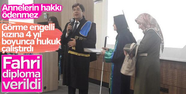 Üniversite'den engelli gencin annesine fahri diploma