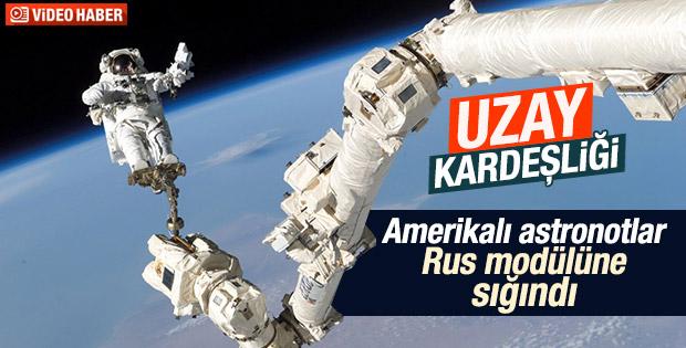 Amerikalı astronotlar Rus modülüne sığındı