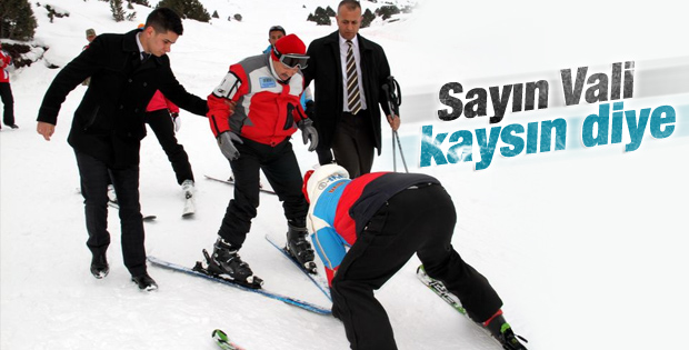 Erzincan Valisi Süleyman Kahraman ilk kez kayak yaptı