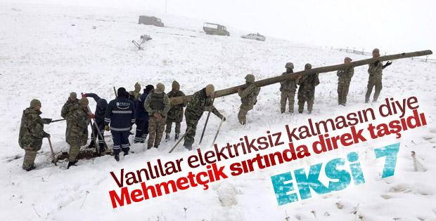 Van'da elektriksiz kalan köylülere Mehmetçik'ten yardım
