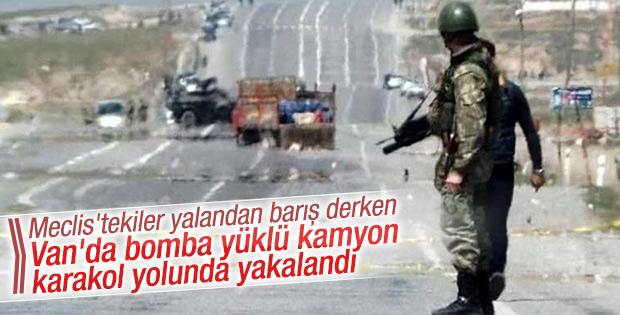 Van Erciş'te bomba yüklü kamyonet ele geçirildi