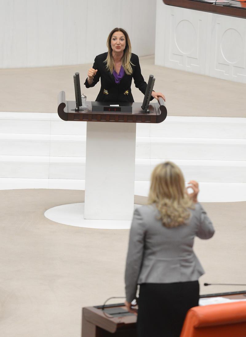 Meclis'te kadın vekiller kavga etti