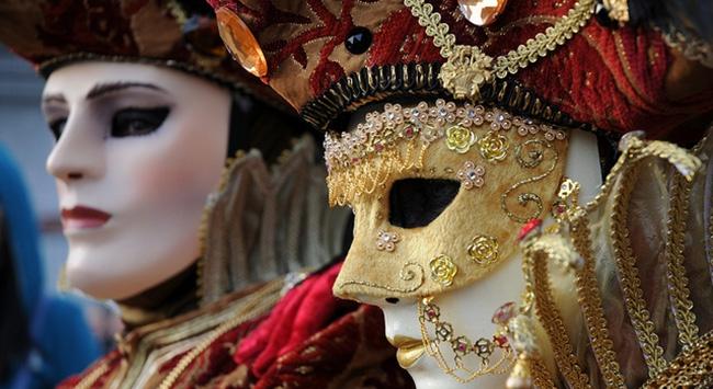 Tarihi Venedik Karnavalı başladı