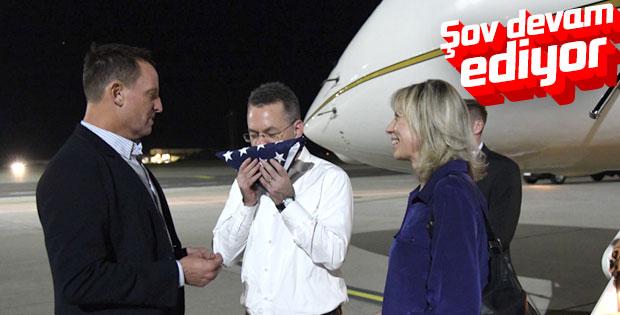 Brunson'a Almanya'da bayrak öptürdüler