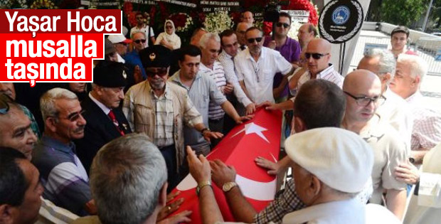 Yaşar Nuri Öztürk'ün tabutunu Türk bayrağına sardılar