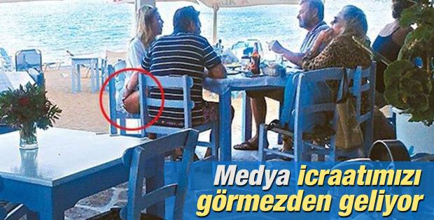 Yunan bakanın eli için açıklama: Okşamadı sadece değdi