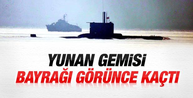 Yunan botu Türk denizaltısını görünce kaçtı İZLE