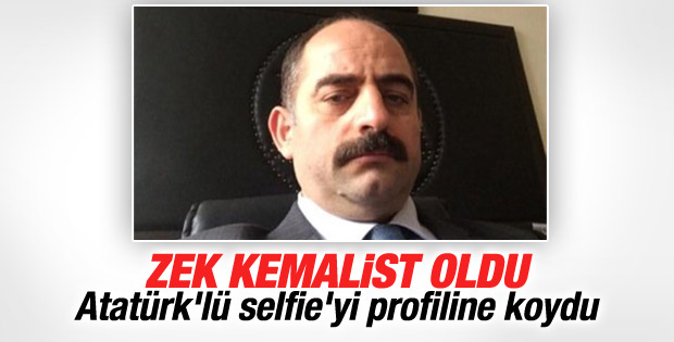 Zekeriya Öz Atatürk fotoğrafıyla selfie çekti