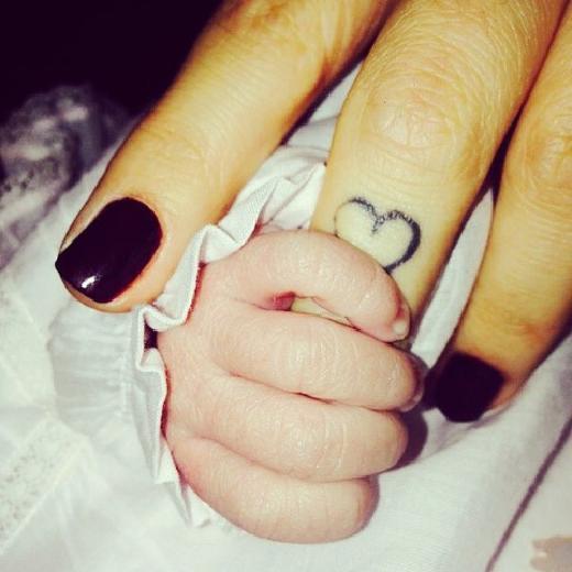 Zeynep Sever Demirel'in bebeğiyle ilk pozu