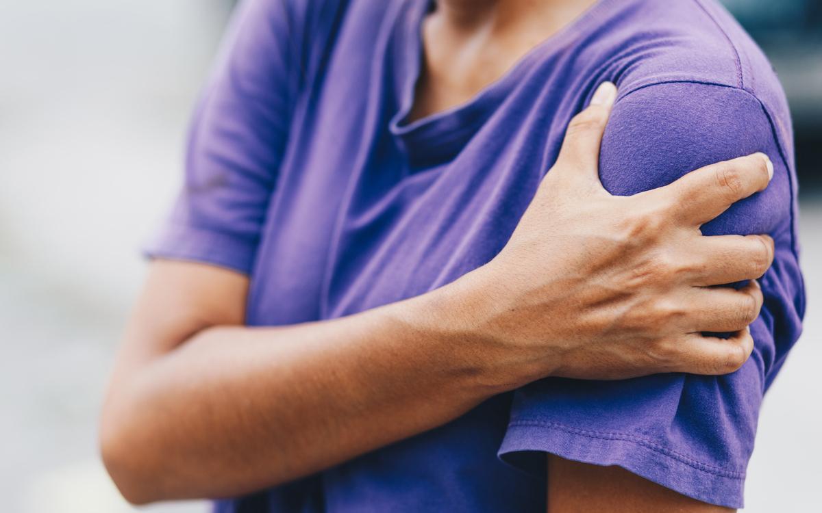 Sağ ve sol omuz ağrısı neden olur, nasıl geçer