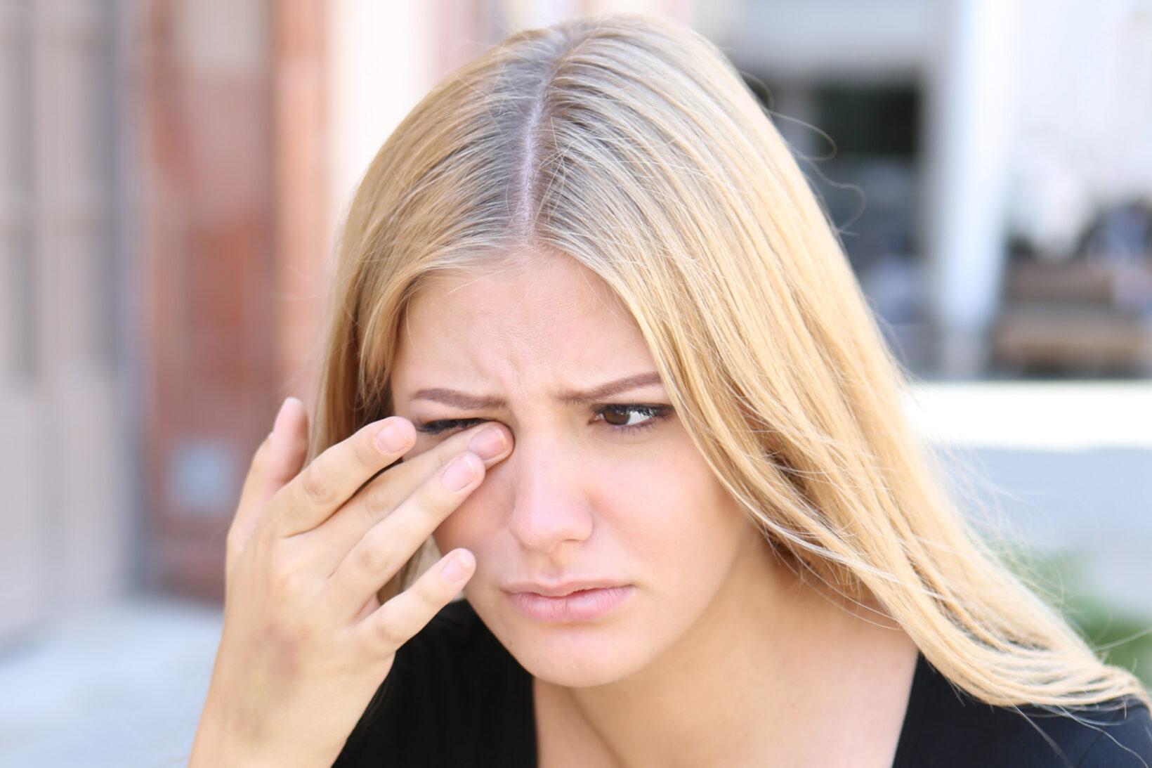 Göz seğirmesinin en yaygın 6 nedeni #1
