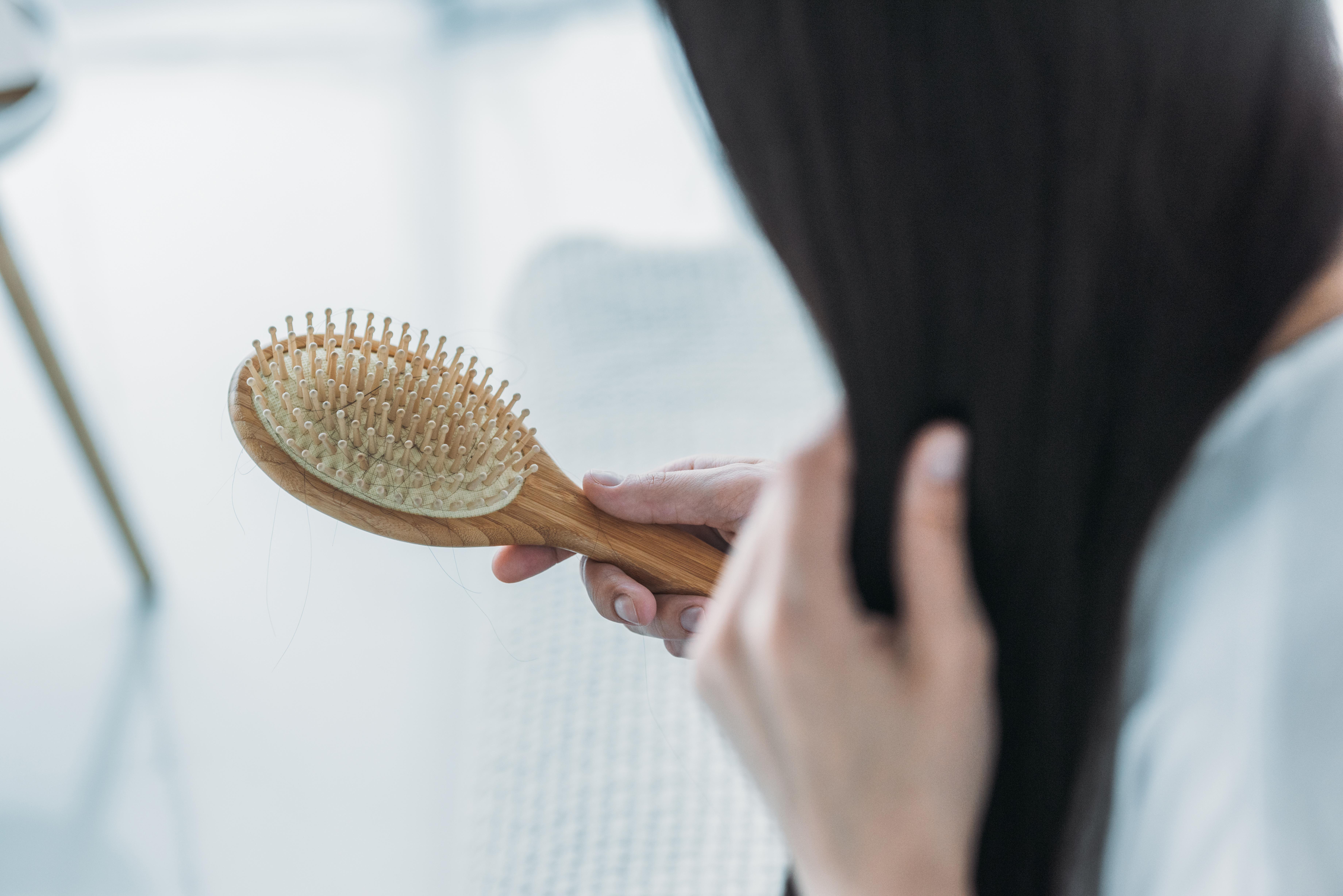 Kovid-19 saç dökülmesine, stresi ise zonaya neden oluyor #3