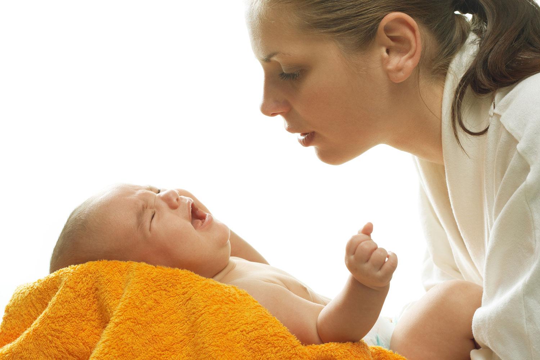 Bebeklerde kakada kan ve mukus alerji belirtisi olabilir #2