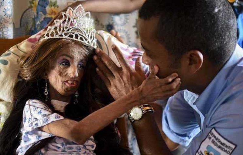 Joven colombiana jugando con su conjo y ojo de culo - 1 10