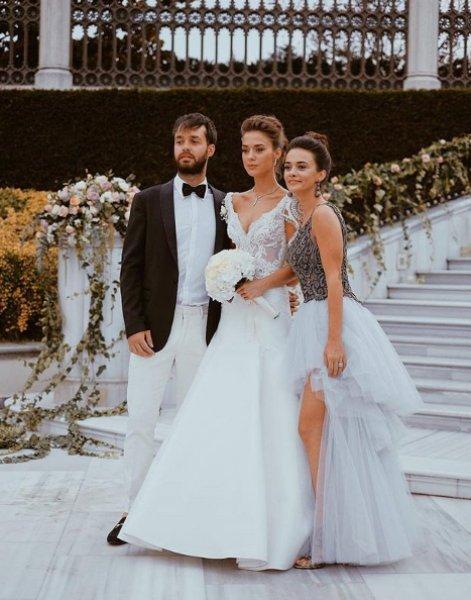 Güzel Oyuncu Bensu Soral Evlendi
