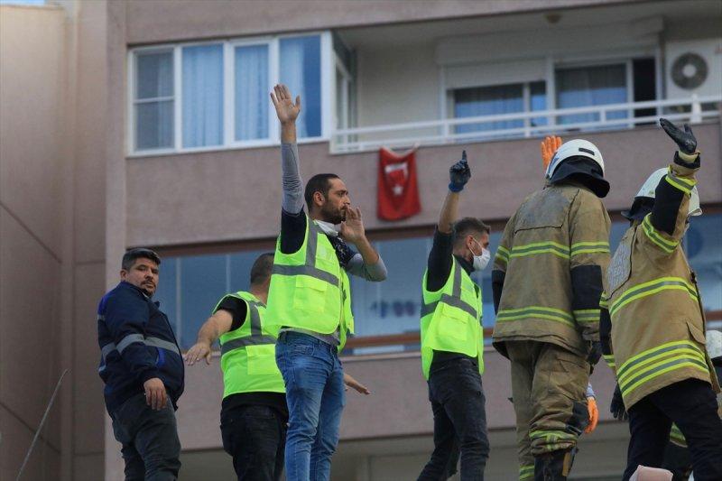 İzmir depreminin yıkımını gözler önüne seren kareler