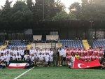 Türkiye ve İran veteranları arasında dostluk maçı