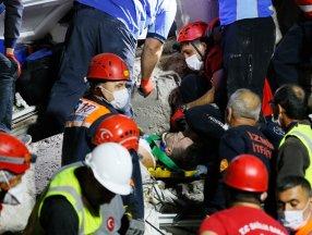 İzmir'de enkazdan bir kişi daha kurtarıldı