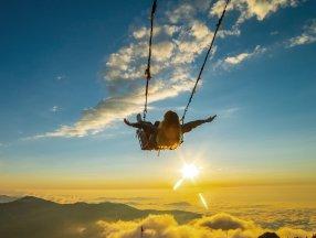 Bulutların üzerindeki Huser Yaylası'nın büyüleyen güzelliği