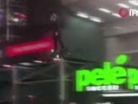 New York'ta bir kişi 'hoverboard' ile uçtu
