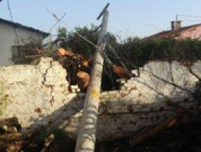 Aydın'da 15 dakikalık fırtına hayatı felç etti