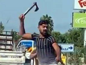 Antalya'da trafikte baltalı döner bıçaklı tartışma