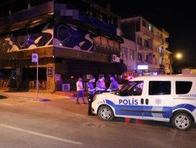 Sakarya'da 17 kişi alkollü mekanda eğlenirken yakalandı