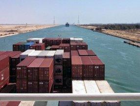 Süveyş Kanalı, bu yıl tarihinin en yüksek gelirini elde etti